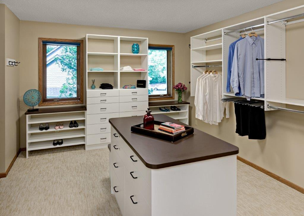 walk-in closet hanging