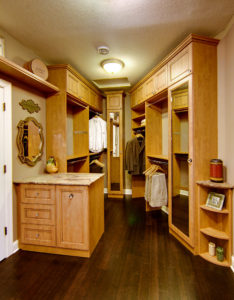 Walk-in closet system with peninsula island